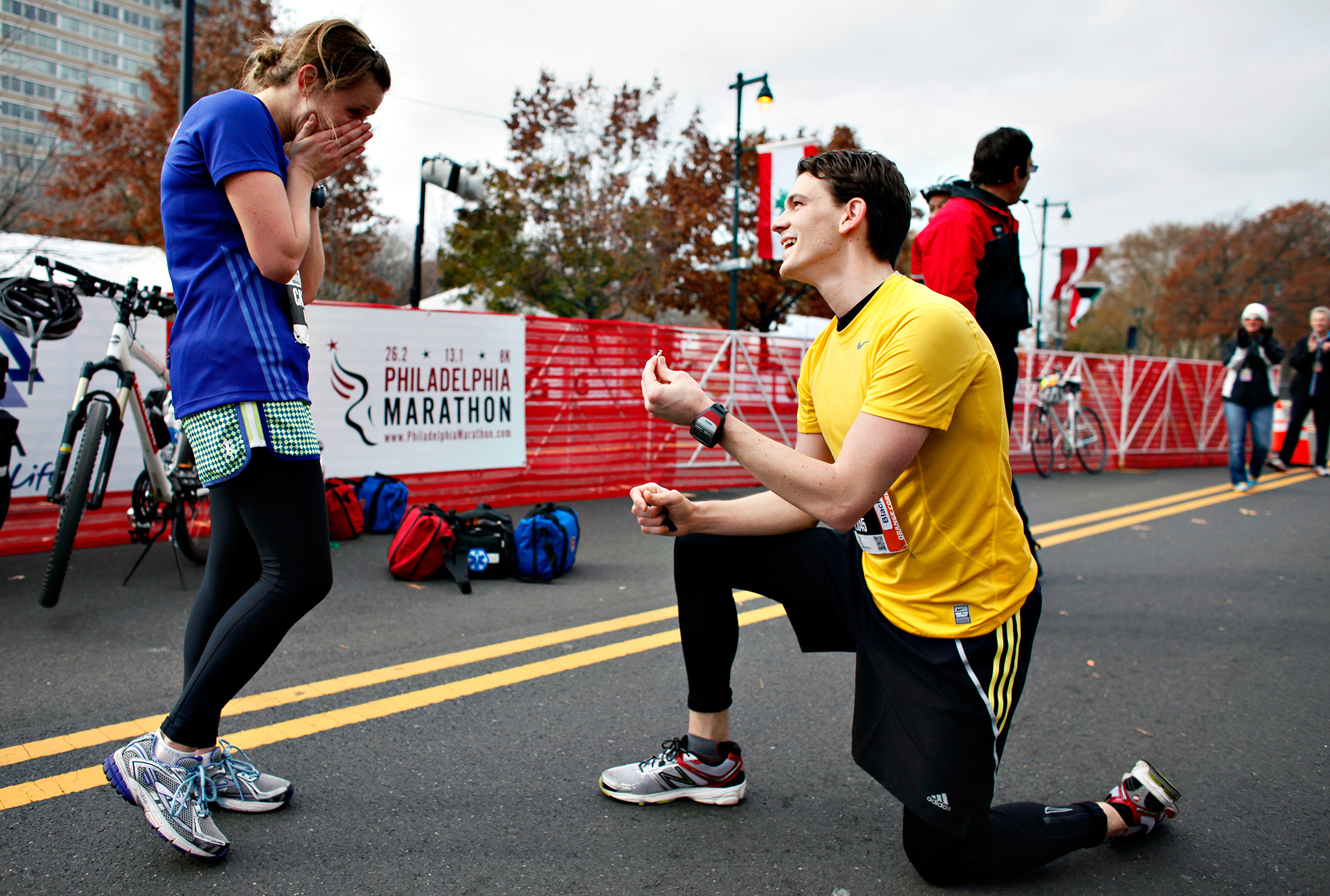 You know what they say: The couple that runs 26.2 miles together stays together. Or at least that's probably what Vince Speenburgh was thinking when he asked Carolyn Sollecito to marry him just before the finish line at the 2012 Philadelphia Marathon.
