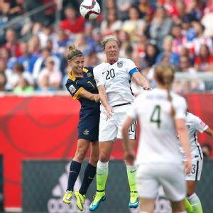 Abby Wambach: U.S. would score more goals if World Cup games on grass