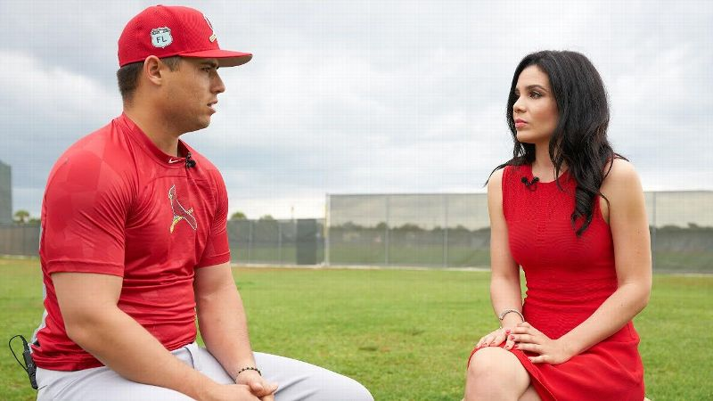 Alexandra Noboa interviews Cardinals shortstop Aledmys Diaz for a Spanish-language broadcast.