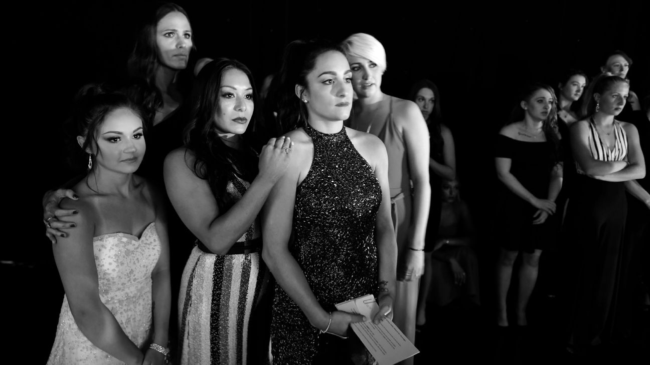 Jennifer Garner and Jordyn Wieber stands with survivors backstage.