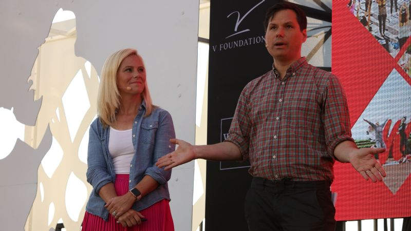 Bestselling author Kate Parker and actor and comedian Michael Ian Black answer questions from the crowd.