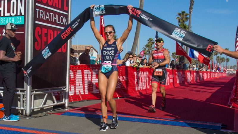 Sophie Chase won the 2018 Surf City Escape Tri, beating 2008 Olympian Sarah Haskins-Kortuem.