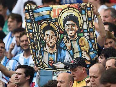Los hinchas argentinos defendieron a Maradona ante Grondona