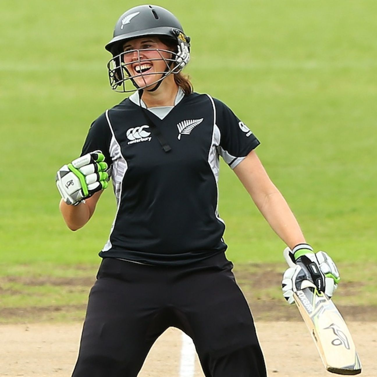 Amy Satterthwaite to take break from cricket to have her first child