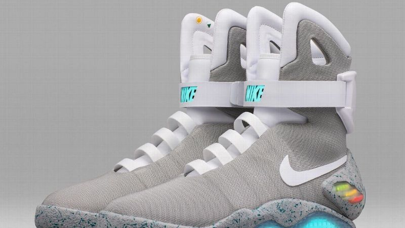 infinito la carretera Andrew Halliday  Lanzan los 'Nike Mag' de Volver al Futuro II que se amarran solos