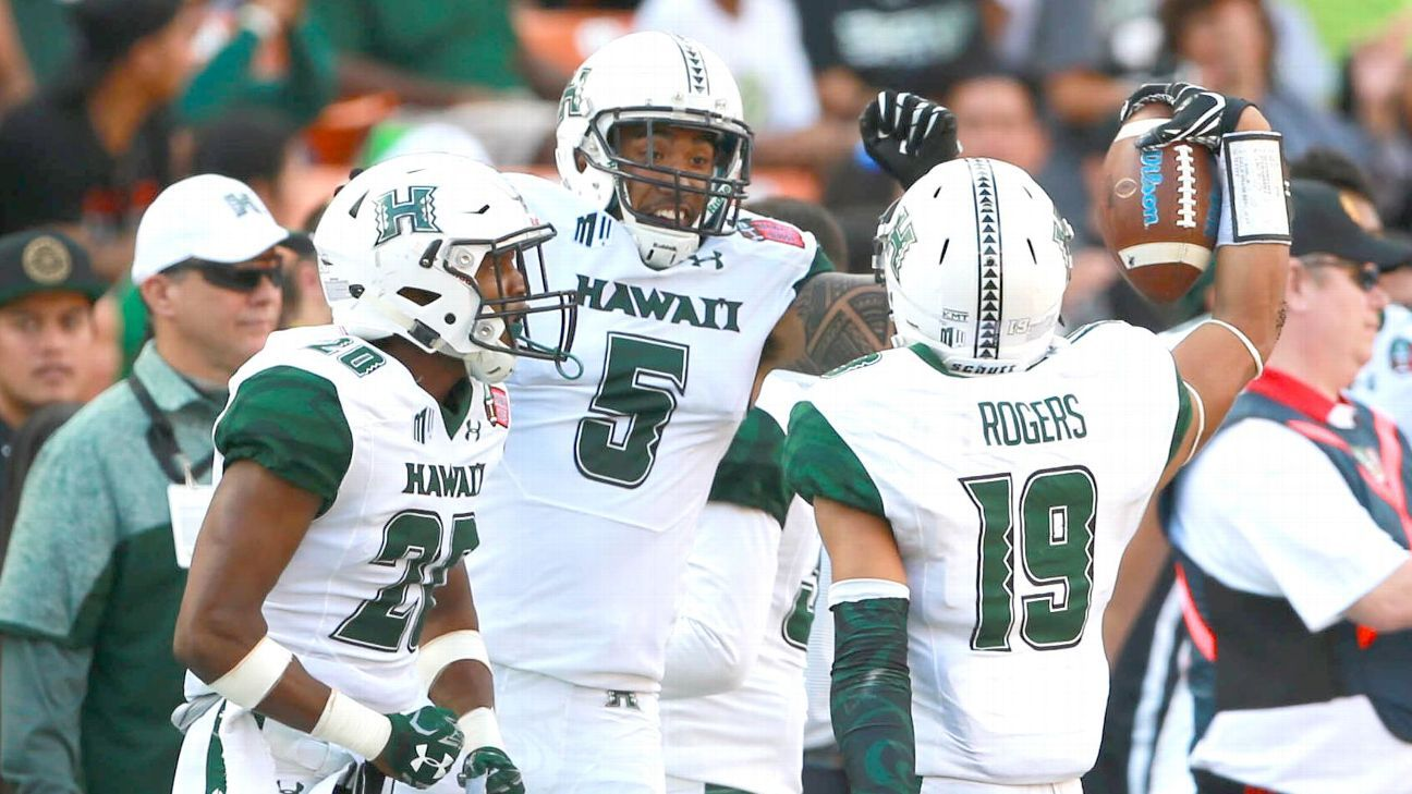 Hawai I Digs Into Its Bag Of Tricks To Win First Bowl Game Since 2006 College Football Nation Blog Espn