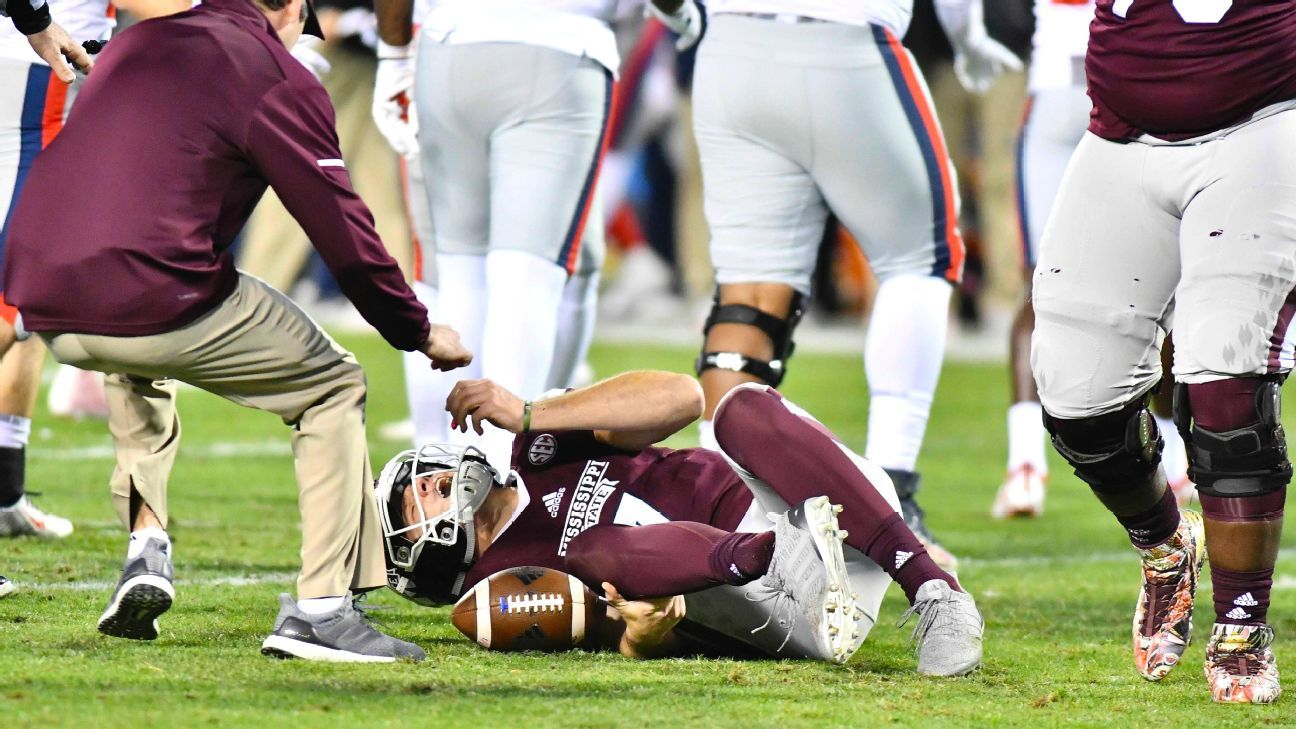 Mississippi State Quarterback Ankle >> Nick Fitzgerald Of Mississippi State Bulldogs Exits With Leg Injury