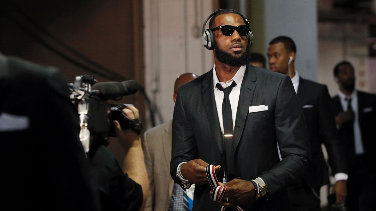 7b61a16f788d All about the fit  The story behind the Cleveland Cavaliers  travel suits