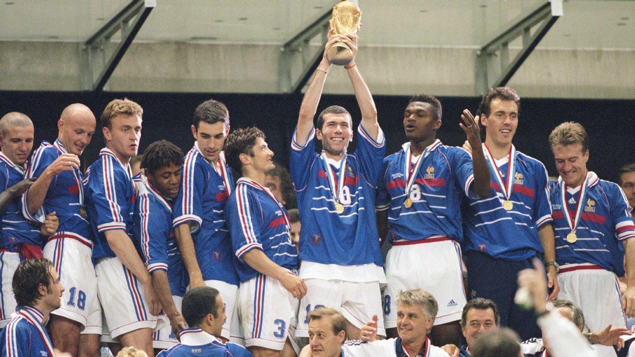 ab14622fce6f5 Copa do Mundo  Uniforme que Zidane usou na final de 98 contra o Brasil será  leiloado