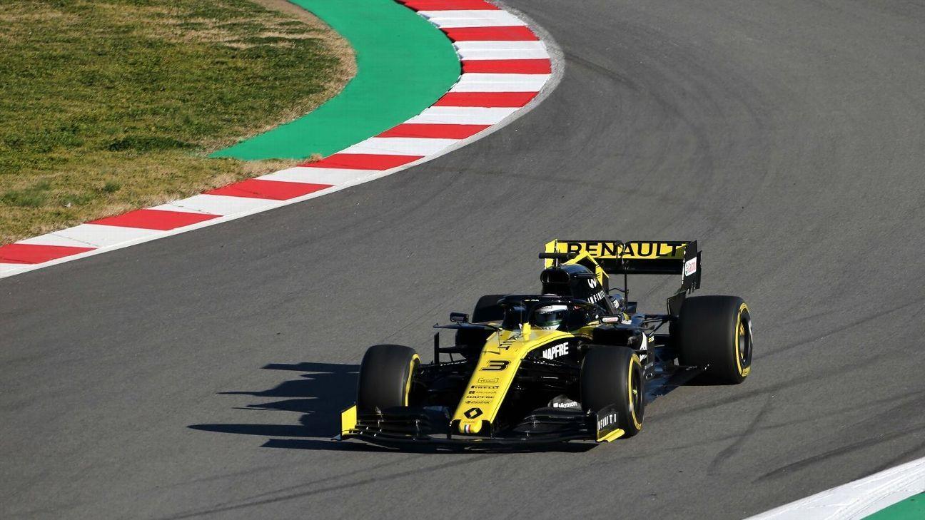 Daniel Ricciardo completes first laps as a Renault driver
