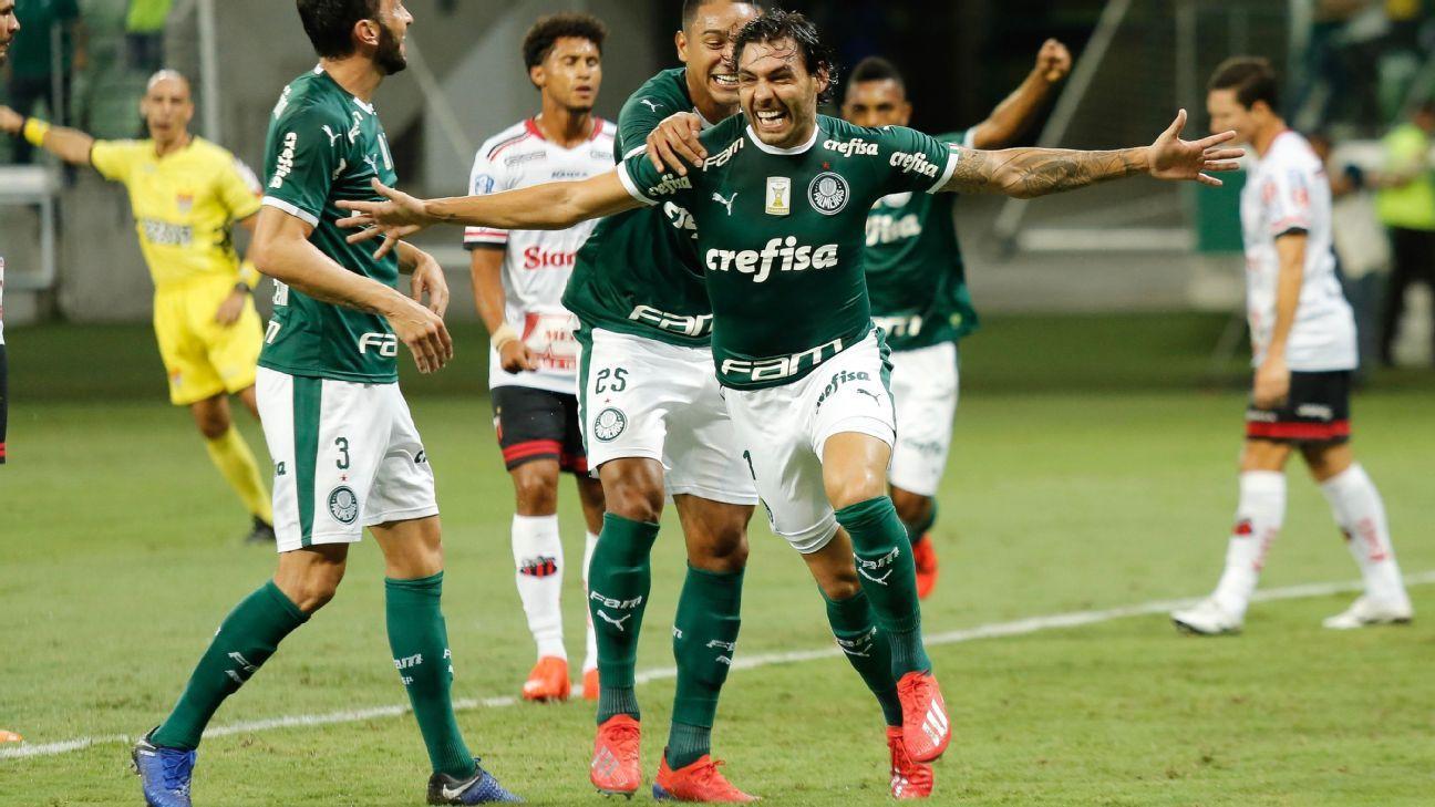 5507cebd3b249 Ricardo Goulart faz 2 gols