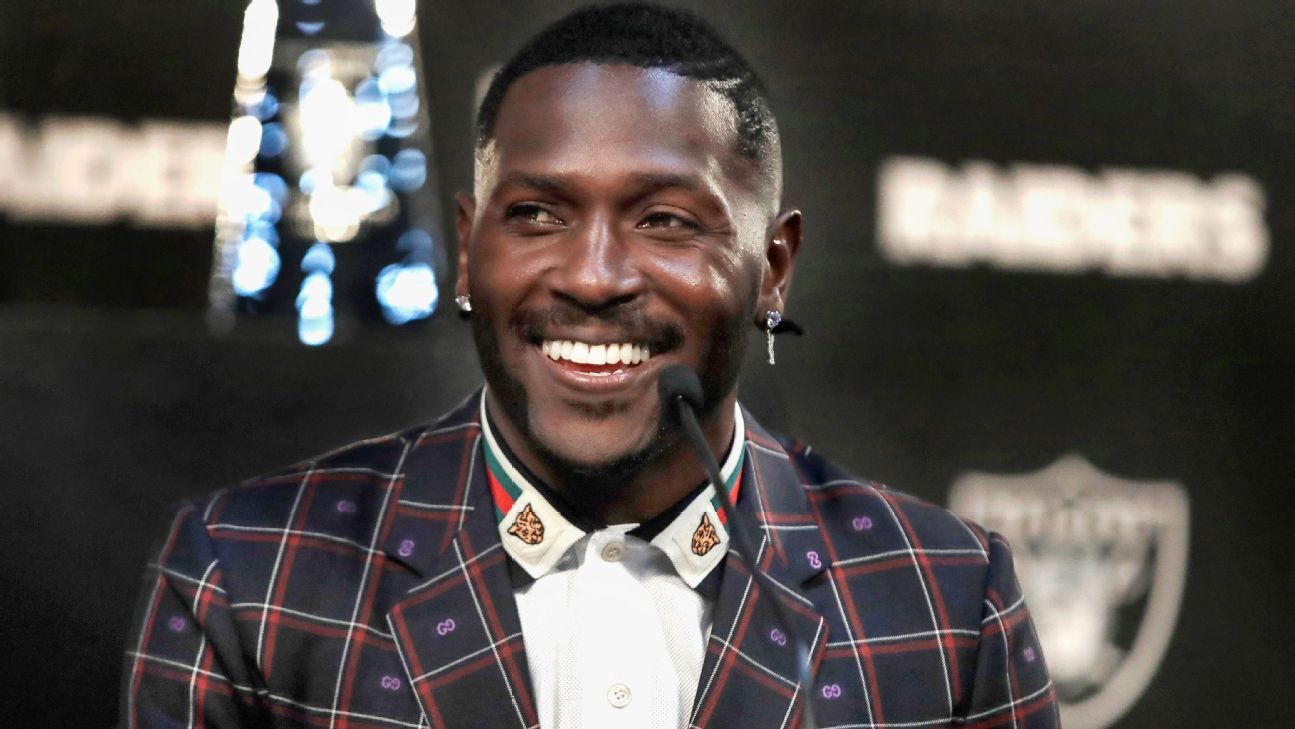 New Raiders wide receiver Antonio Brown praised quarterback Derek Carr on Tuesday, saying their relationship is