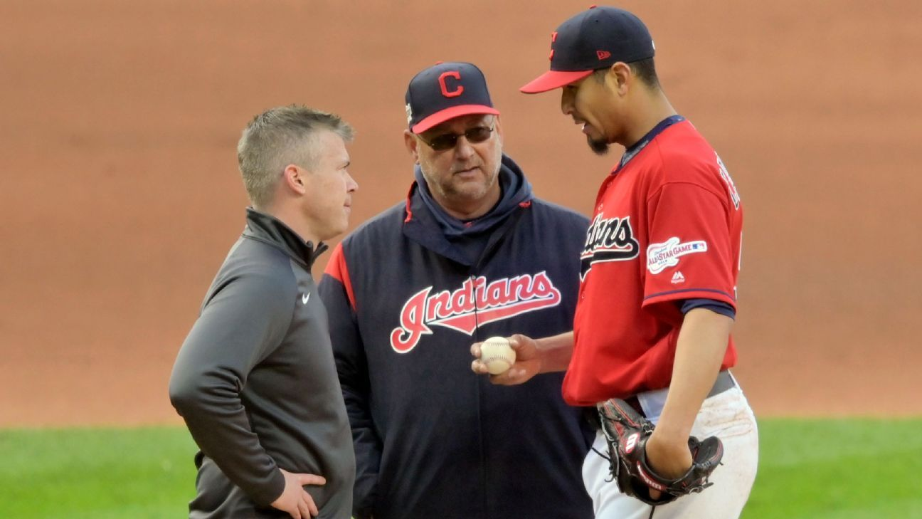 Indians' Carrasco exits with discomfort in knee