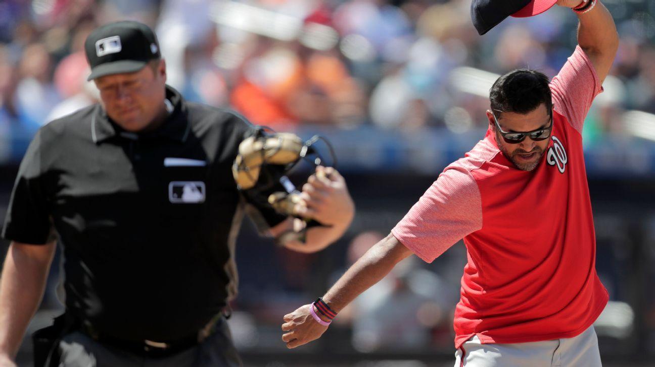 Nats' Martinez fires hat, kicks dirt, ejected