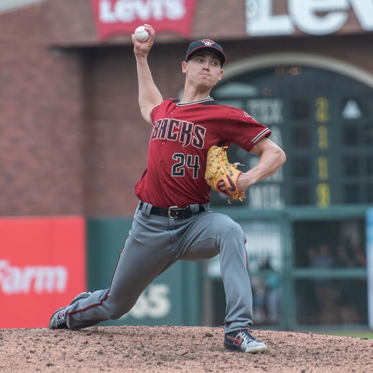 D-backs SP Weaver exits with forearm tightness