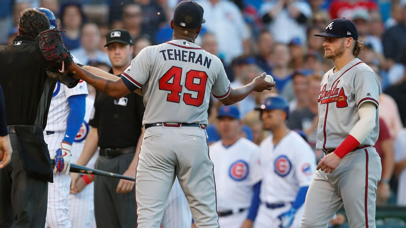 Cubs, Braves benches clear as catchers argue