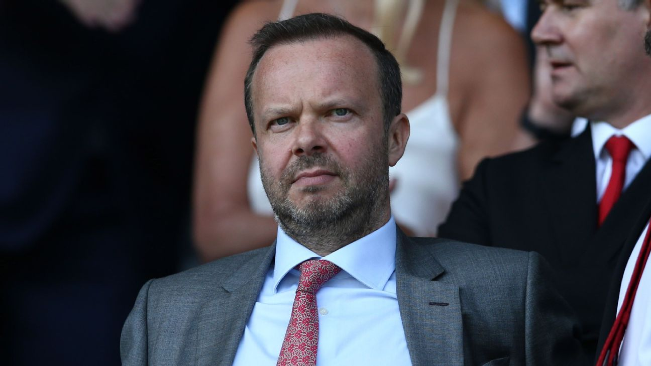 Manchester United CEO dispels 'insulting myth' that he picks players