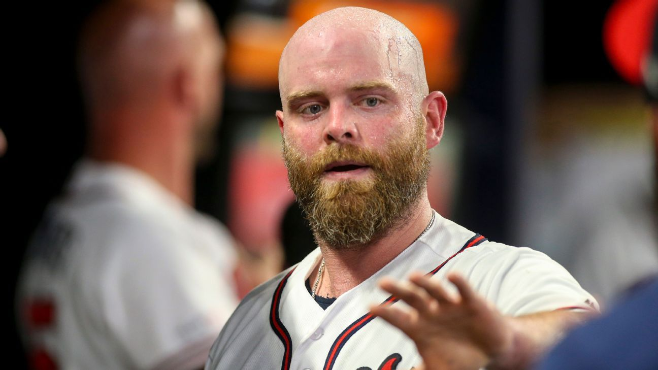 Braves place C McCann on IL with knee sprain