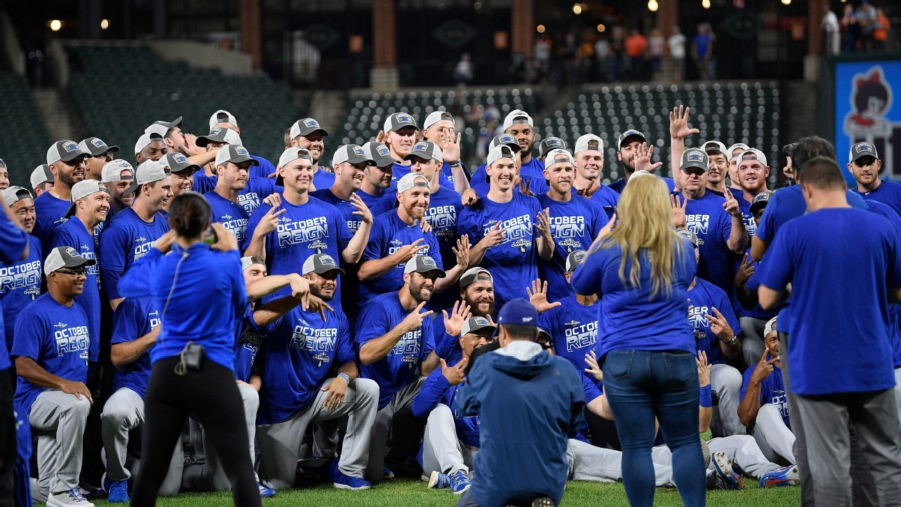 Dodgers clinch 7th consecutive NL West title