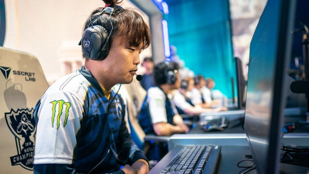 Clutch Gaming lose, Team Liquid win on the opening day of the League of Legends World Championship group stage
