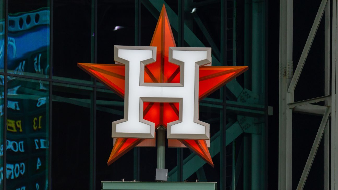 Sources: Astros exec asked scouts to spy in '17