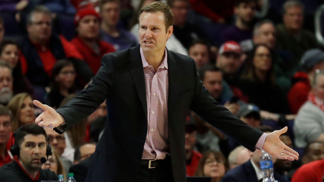 Hoiberg tests positive as Huskers extend pause
