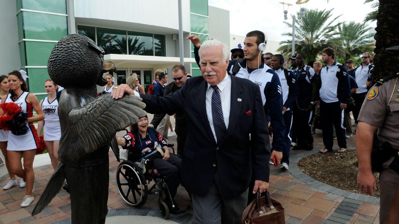 Legendary College Football Coach Howard Schnellenberger Dies at 87