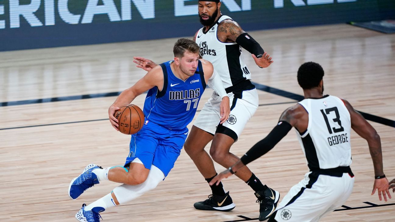Mavs' Luka Doncic to have MRI after leaving Game 3 with sprained ankle – ESPN