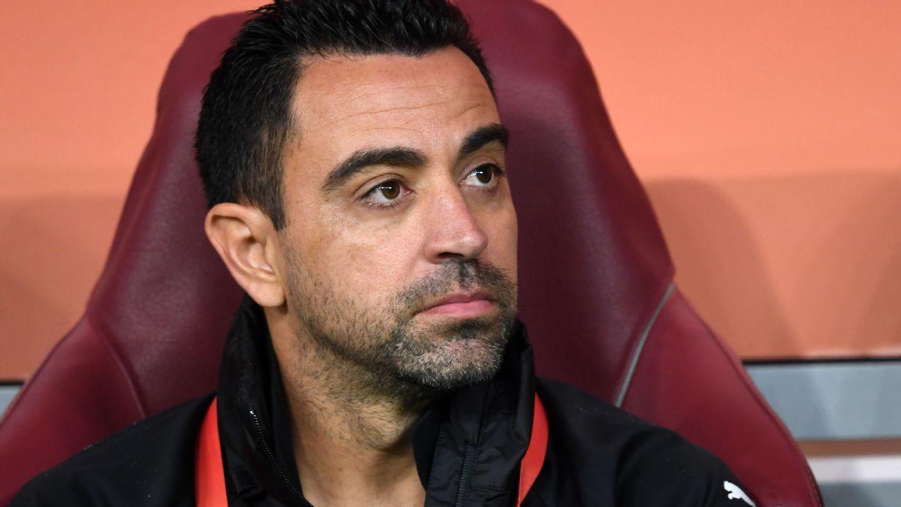 Xavi es el favorito para suceder a Koeman, quien todavía dirigirá al Barcelona ante el Atlético de Madrid