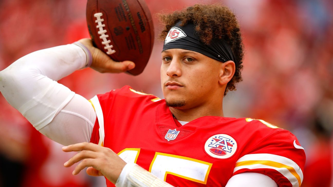 Chiefs' Mahomes buys stake in Sporting KC thumbnail