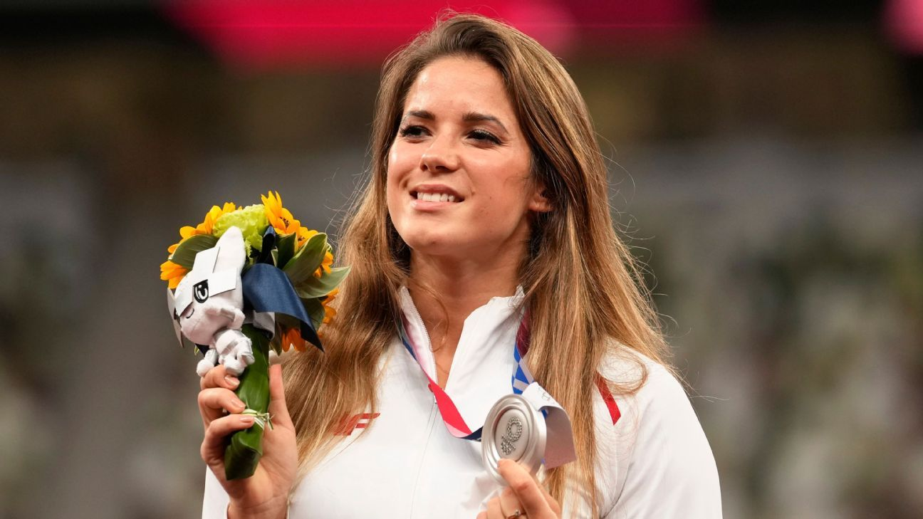 Polish Olympian auctions medal to aid ill infant thumbnail