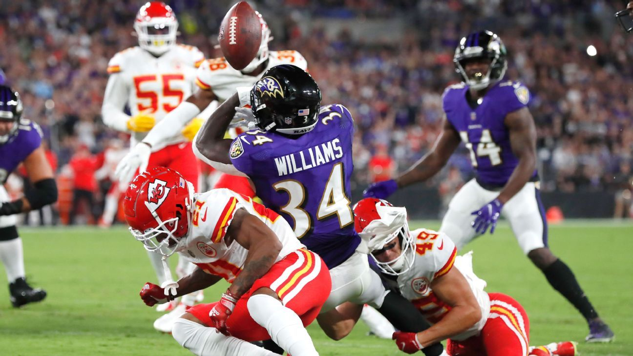Fun plays continue on SNF with Lamar Jackson's jump pass for Ravens, Travis Kelce's rumbling TD for Chiefs