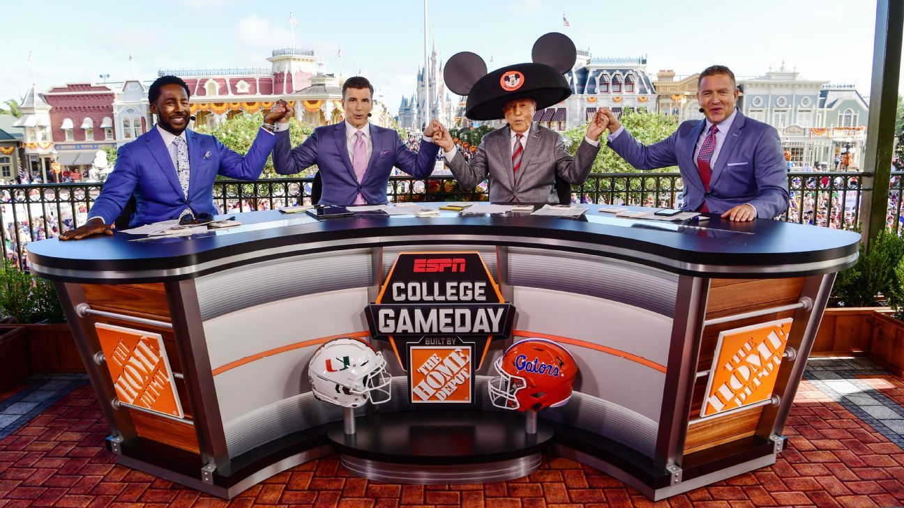College Gameday Schedule 2020.Espn S Gameday Heading To Dublin For Notre Dame Vs Navy In 2020