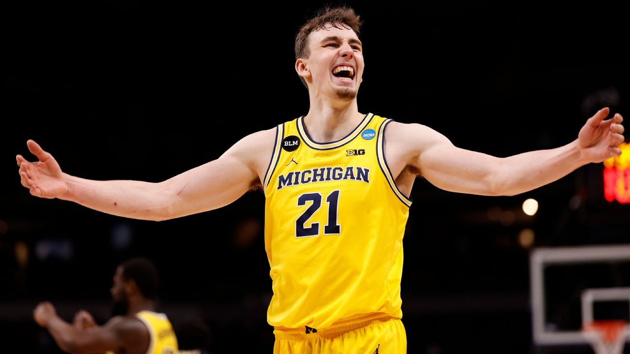 Michigan's Wagner decides to enter NBA draft